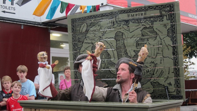 Before the show started, two actors entertained the Groundlings with a puppet show about Julius Caeser.